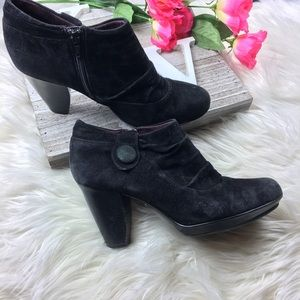 Indigo By Clark's Black leather zip up ankle boots